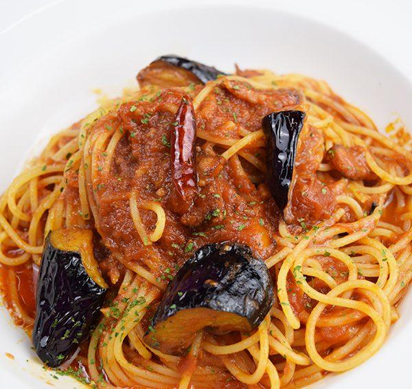 にんにくと特製ベーコン茄子のトマトスパゲティ<span>Tomato Spaghetti with Garlic,Deluxe Bacon, and Eggplant</span>