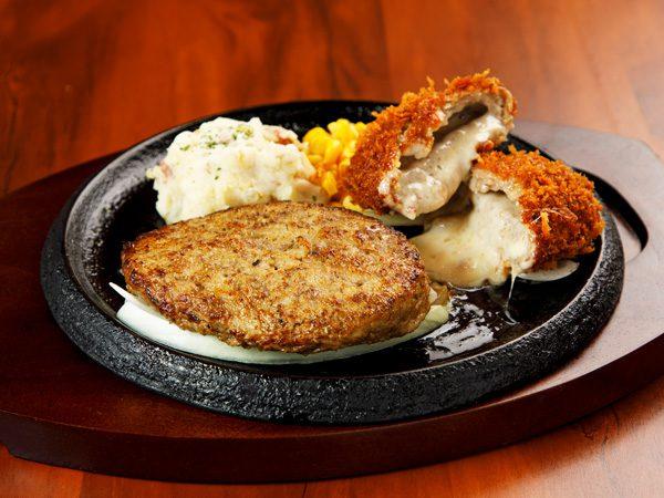 やわらか合い挽きハンバーグ&手付けパン粉のチーズinメンチカツ<span>Hamburger (Ground Beef and Pork) & Minced Cutlet stuffed with Cheese</span>