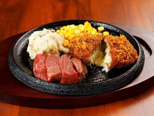 カットステーキ&手付けパン粉のチーズinメンチカツ<span>Pre-Cut Steak & Minced Cutlet stuffed with Cheese</span>