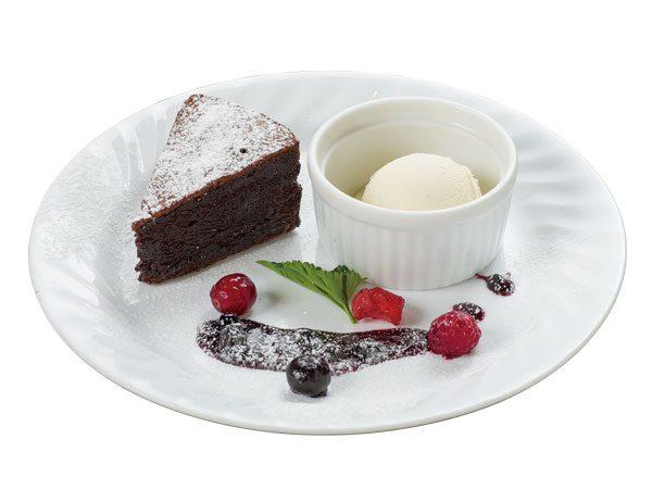 カカオの薫るガトーショコラ アイスクリーム添え<span>Gateau Chocolat made with Aromatic Cacao With Rich Ice Cream</span>