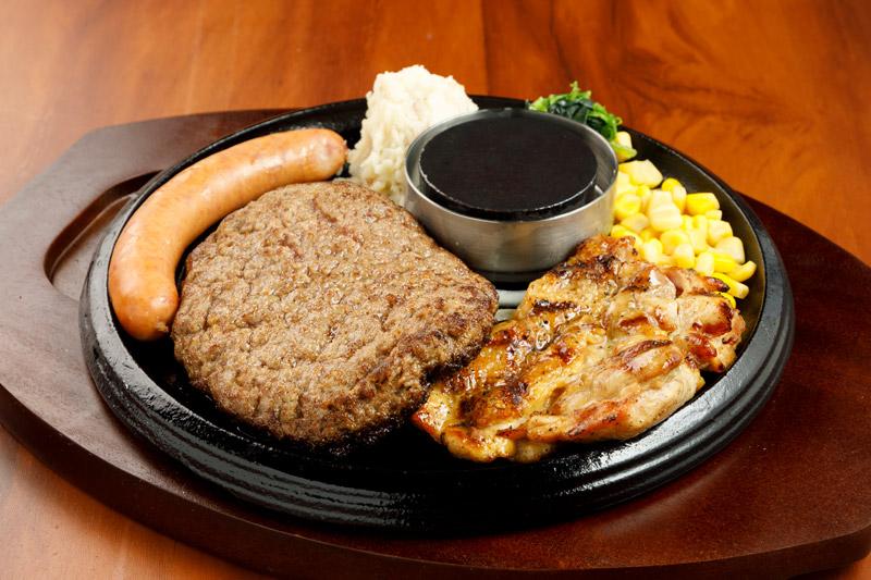 和牛あか牛100% プレミアムハンバーグのよくばりグリルセット<span>100% All-Japanese Aka-Ushi (Japanese Brown Cattle) Premium Hamburger  & Harf Chicken ,with Handmade Sausage</span>