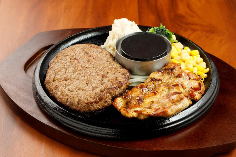 和牛あか牛100% プレミアムハンバーグ&チキングリルステーキ<span>100% All-Japanese Aka-Ushi (Japanese Brown Cattle) Premium Hamburger & Grilled Chicken</span>